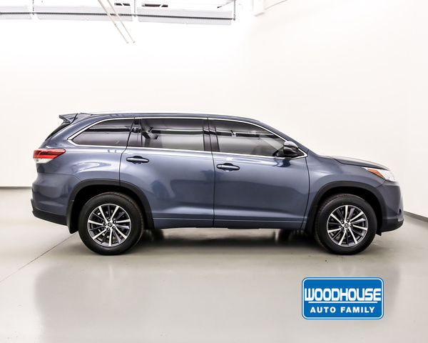 Pre-Owned 2017 Toyota HIGHLANDER AWD XLE